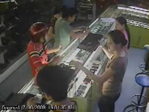 ăn trộm điện thoại 20tr trong cửa hàng