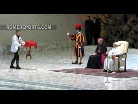 Circus magician makes a table float in mid-air for Pope Francis