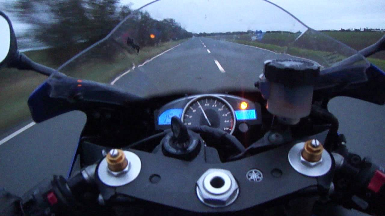 Yamaha R1 2005 Wheelie Cockpit KMH