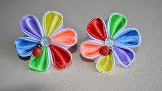Разноцветные цветы канзаши на резинке из лент Радуга Мастер класс как сделать цветы канзаши Kanzashi