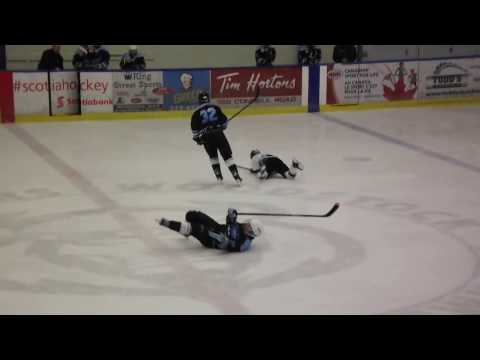 BANTAM HOCKEY,,BIG HITS IN CENTRE ICE AND THE BOADS
