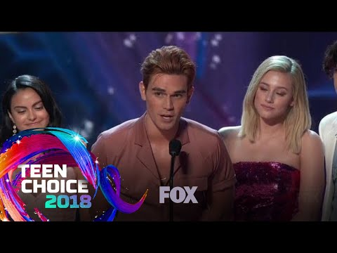 Riverdale Wins Choice Drama TV Show | TEEN CHOICE
