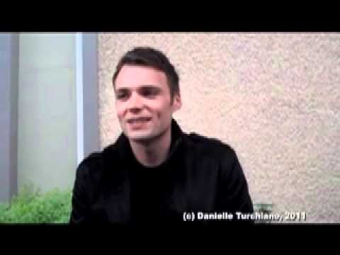 Seth Gabel talks about Lincoln & Olivia, a bromance with Peter, and altcouplings in 'Fringe'