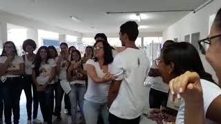 Polêmica: professora simula sexo oral em aluno dentro de sala de aula