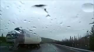 Araç İçi Kamera Çekimi Kazalar   3 Mp3 Yukle Pulsuz  Endir indir Download - MP3.XALAM.AZ