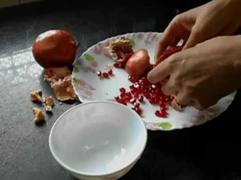 how-to-cut-and-open-a-pomegranate---it-fights-breast-cancer