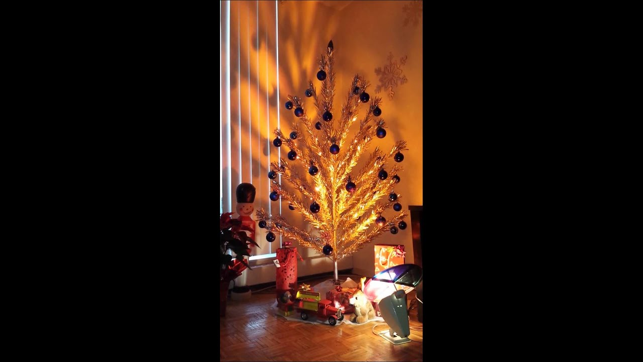 Classic aluminum christmas tree with color wheel - YouTube