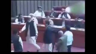 Chairman #PTI #ImranKhan arrives in the assembly to cast his vote for election of the speaker and de