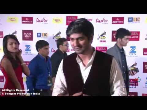 "Singer Amit Mishra Singing Song ""Bulleya"" at The Red Carpet of Mirchi Music Awards 2017"