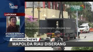 Download Video Mobil Penyerang Itu Berhasil Masuk ke Halaman Polda Riau... MP3 3GP MP4