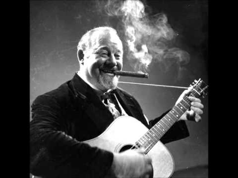 Burl Ives - I Know An Old Lady