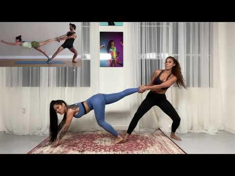 2-girl-exreme-yoga-challenge