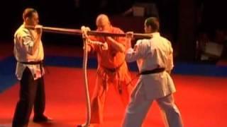 Проба ножа(Андрей Кочергин перерезает канат ножом без замаха., 2009-06-17T08:56:59.000Z)
