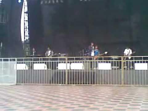 "deXTer ""Aku Pergi"" live @ Road to Jakarta Fair 2010"
