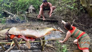 Primitive Technology - Eating Delicious - Find Food Meet Girl Grilled Fish : Eat Delicious Fish