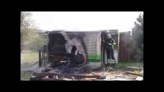 Damwâldster brandweer blust brandend hout in opslagcontainer in Driezum