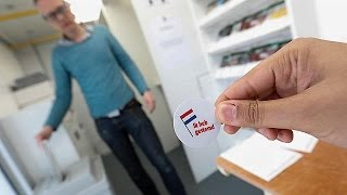 Steep rise in turnout as Dutch vote in divisive elections