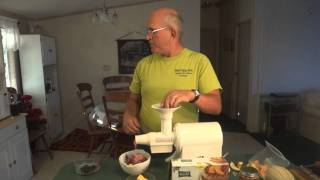 Champion Juicer Making Smoothie For Waffles