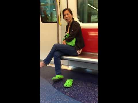 Rude Mainland Chinese lady on Hong Kong MTR 強國潑婦西鐵車廂内爆粗罵人!
