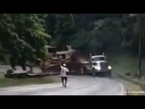 DOMINICAN TRAILER GONE CRAZY * WARNING *