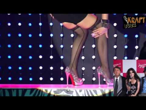 Hot Amisha Patel sizzling Dance & Exposing Her Sexy Legs thumbnail