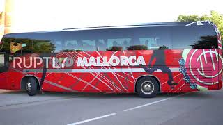Subscribe to our channel! rupt.ly/subscribe buses transporting the teams of fc barcelona and rcd mallorca, were filmed arriving at son moix stadium in pa...