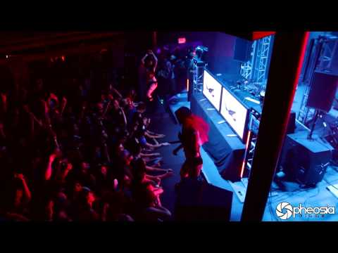 Flux Pavilion drops Cracks live.