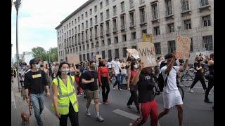 Очередная демонстрация в поддержку BLM в Берлине