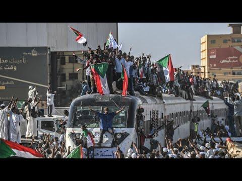 السودان: المحتجون يدعون لمظاهرة مليونية في الخرطوم ويهددون بإضراب شامل  - 11:55-2019 / 4 / 25