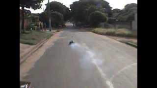 acidente em LOANDA,carro vai parar em baixo de outro.