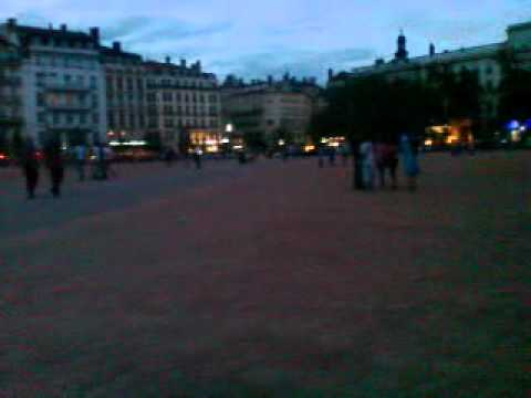 Place Bellecour à Lyon le soir du 14 Juillet (part.1)