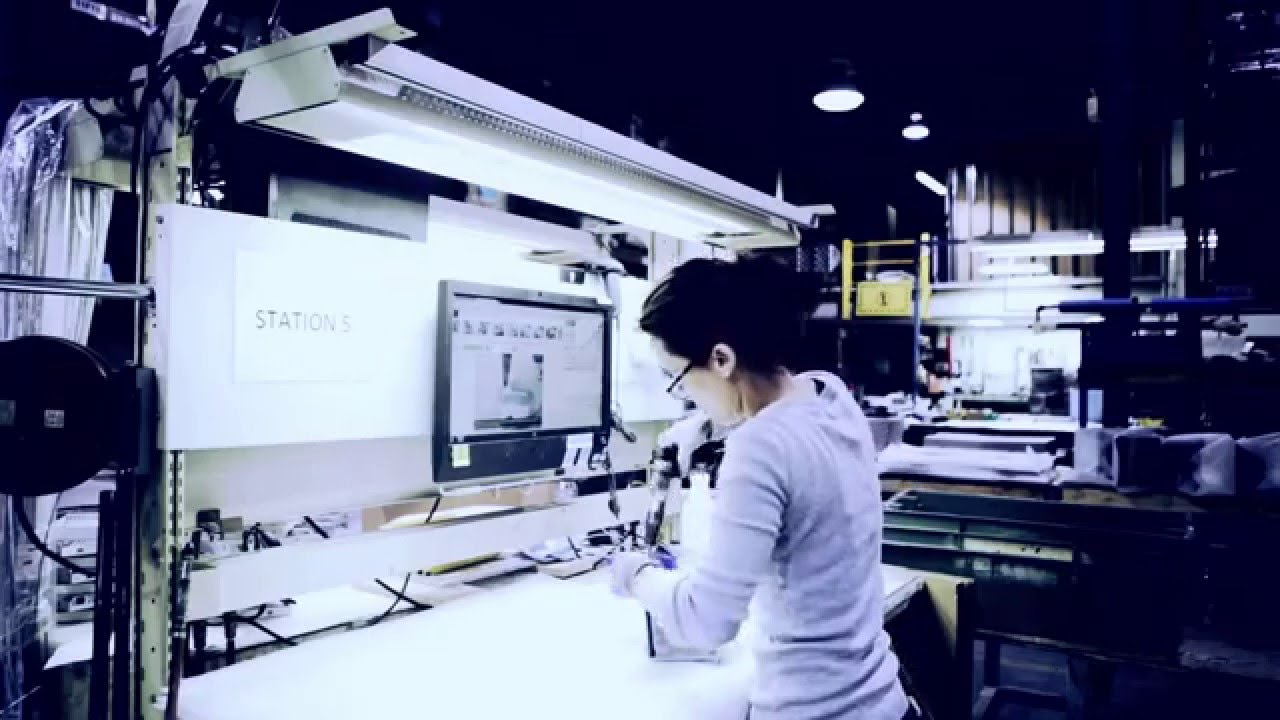 Smart Factory's Assembly Department Using Digital Instructions
