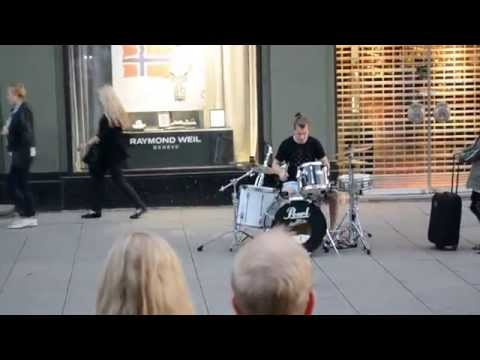 Extremely talented drummer street performing in Oslo