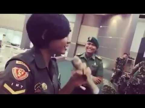 Hebat jugak TNI nyanyi lagu Malaysia