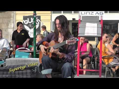Estas tonne performing at the neuch tel buskers festival for Butlers landshut