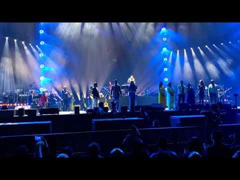 AR Rahman - Maa Tujhe Salaam - Live @ Dubai