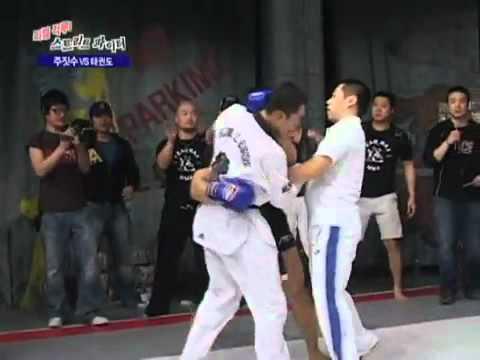 Taekwondo vs Karate - YouTube