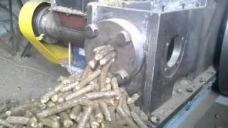 Repeat youtube video straw pellets - Ø 20-22 mm pellet briquetting machine BT60, performance on one machine 300-340 kg/h