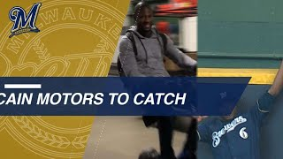 Lorenzo Cain motors his way to wall for a great grab