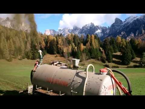 Az.Agricola Gasper's Primiero(TN) . Spargimento Del Liquame In Montagna