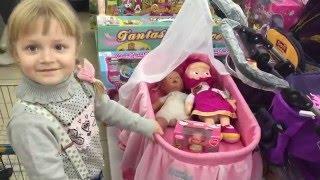 VLOG/Как выбрать коляску для куклы?/Магазин Детский мир.(Как весело играть игрушками в магазине