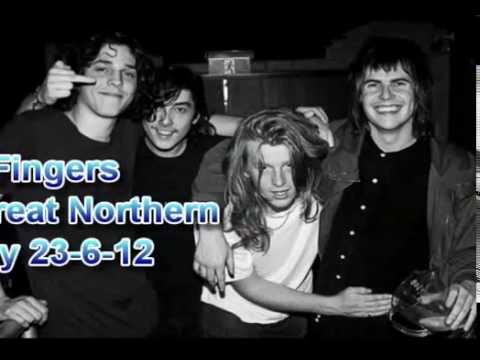 sticky fingers live at the northern Byron Bay 2012