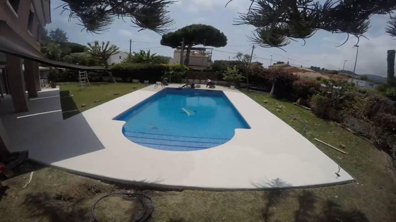 Aplicaci n de microcemento en piscina capa de color - Microcemento para piscinas ...