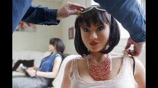 Гумова лялька жінка виробляється у Франції
