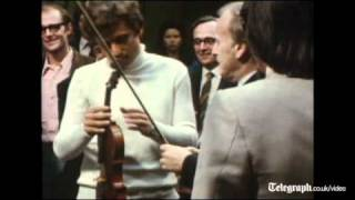 Video Yehudi Menuhin plays rare Stradivarius violin download MP3, 3GP, MP4, WEBM, AVI, FLV September 2017
