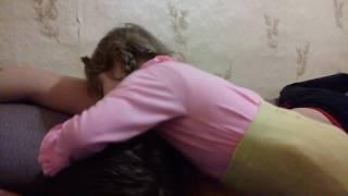 Дочь будит папу)))