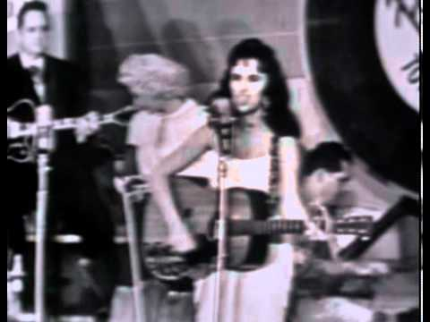 Wanda Jackson   Pick me up on your way Down On Town Hall Party   1958