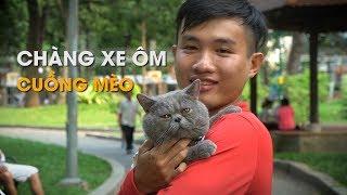 Chàng xe ôm Sài Gòn cuồng mèo gây thích thú dân mạng