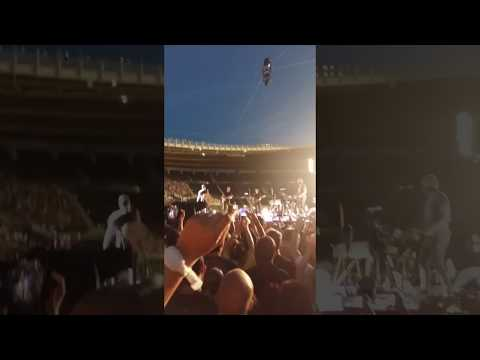 Chris Martin (Coldplay) forget lyrics LIVE - funny AF