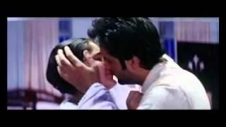 Repeat youtube video kareena kapoor all kissing scenes hd